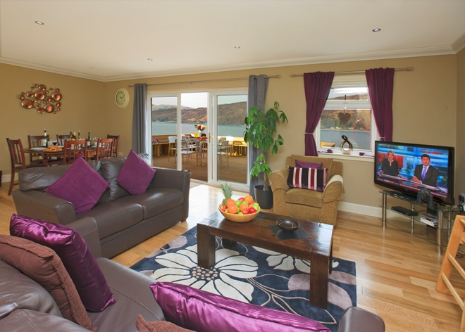 GLnachulish_bay_living_room_with_view_660x472.jpg
